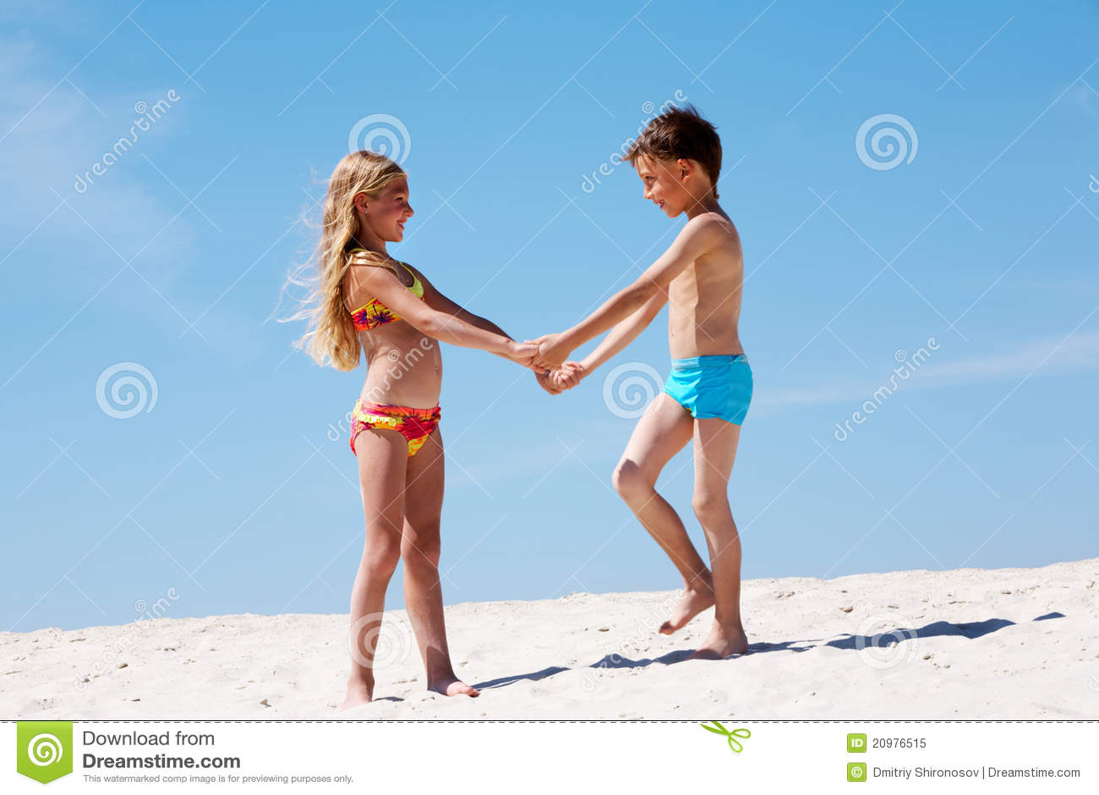 Jonge geitjes op zand
