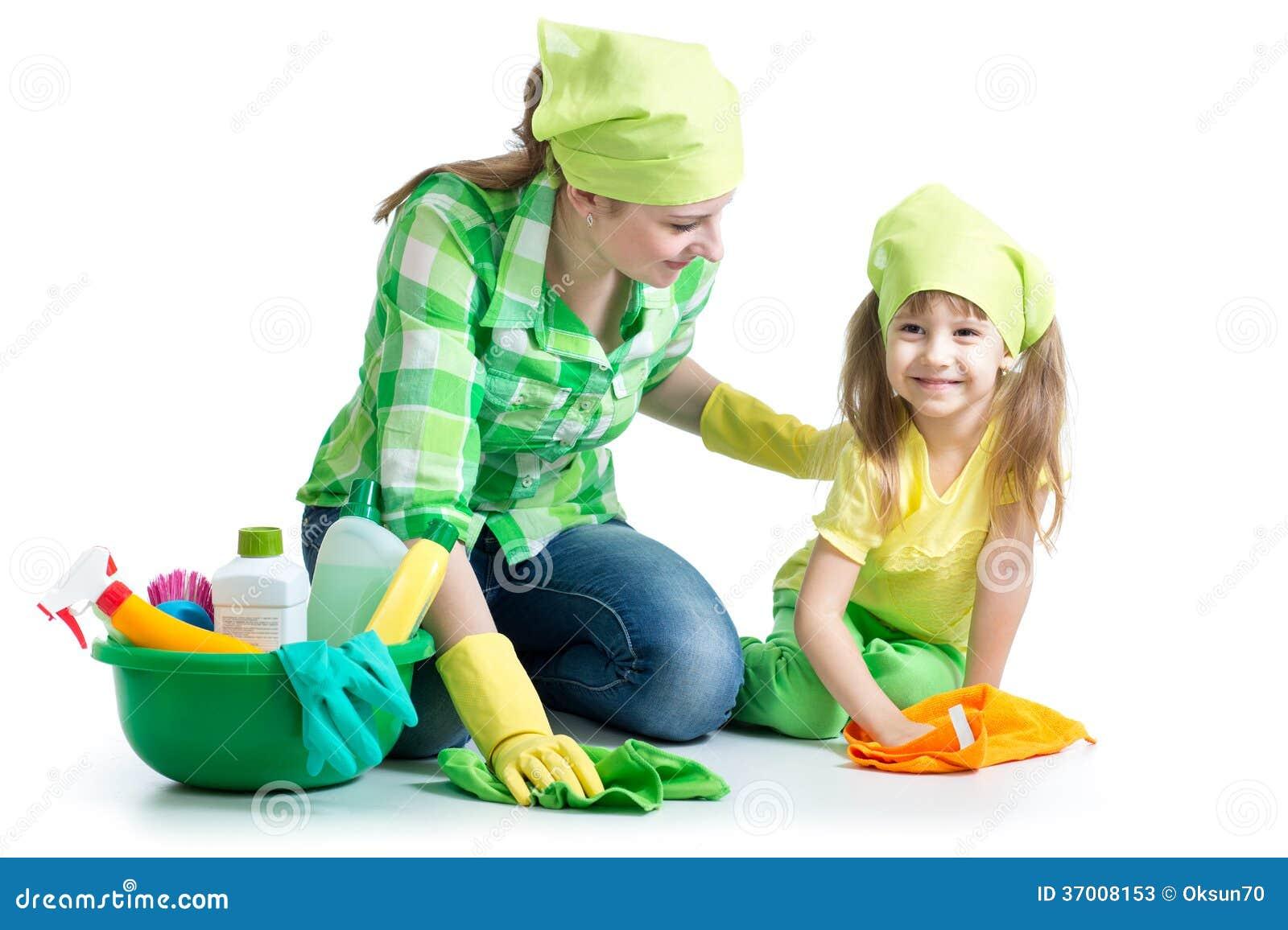 Jonge huisvrouwenmoeder en haar kid do homework samen