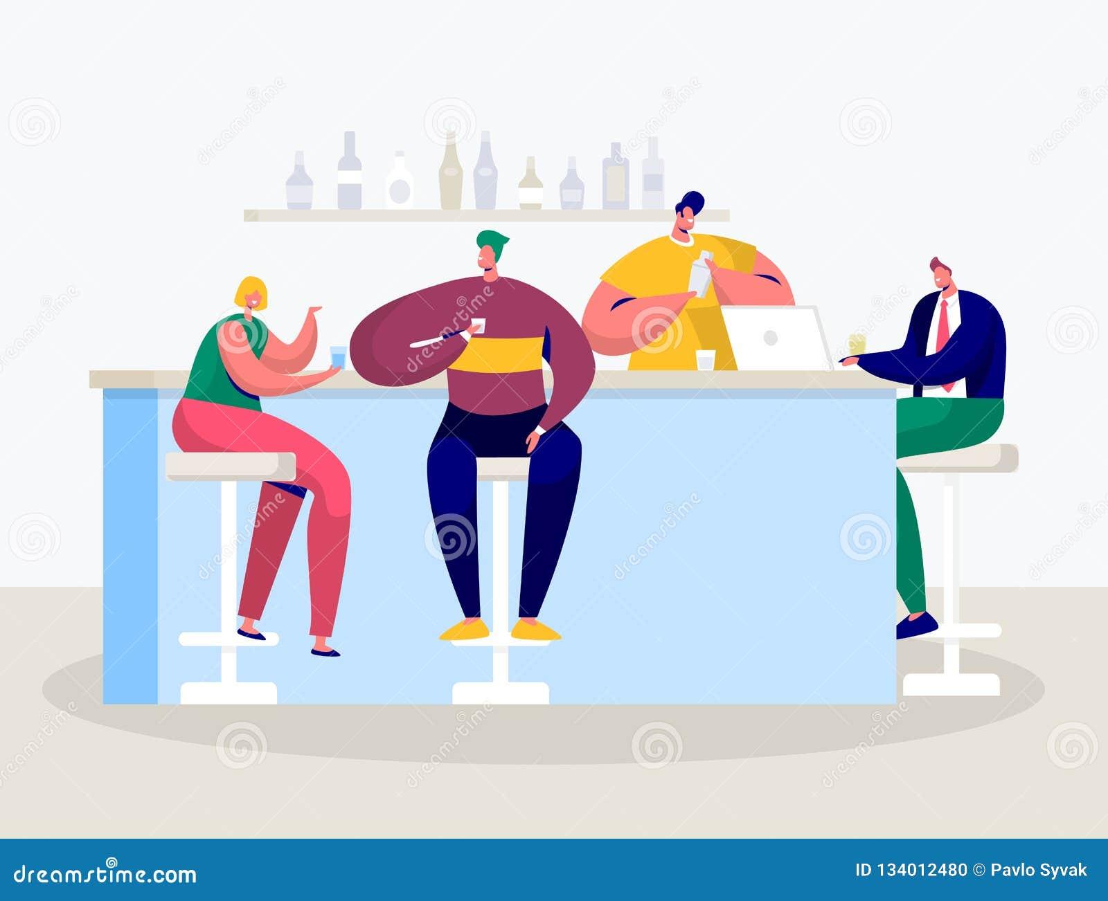 Jonge Man Vrouwendrank in Bar Zakenman Work op Laptop door Teller Vrienden die in Koffie het Drinken Alcoholcocktail hangen