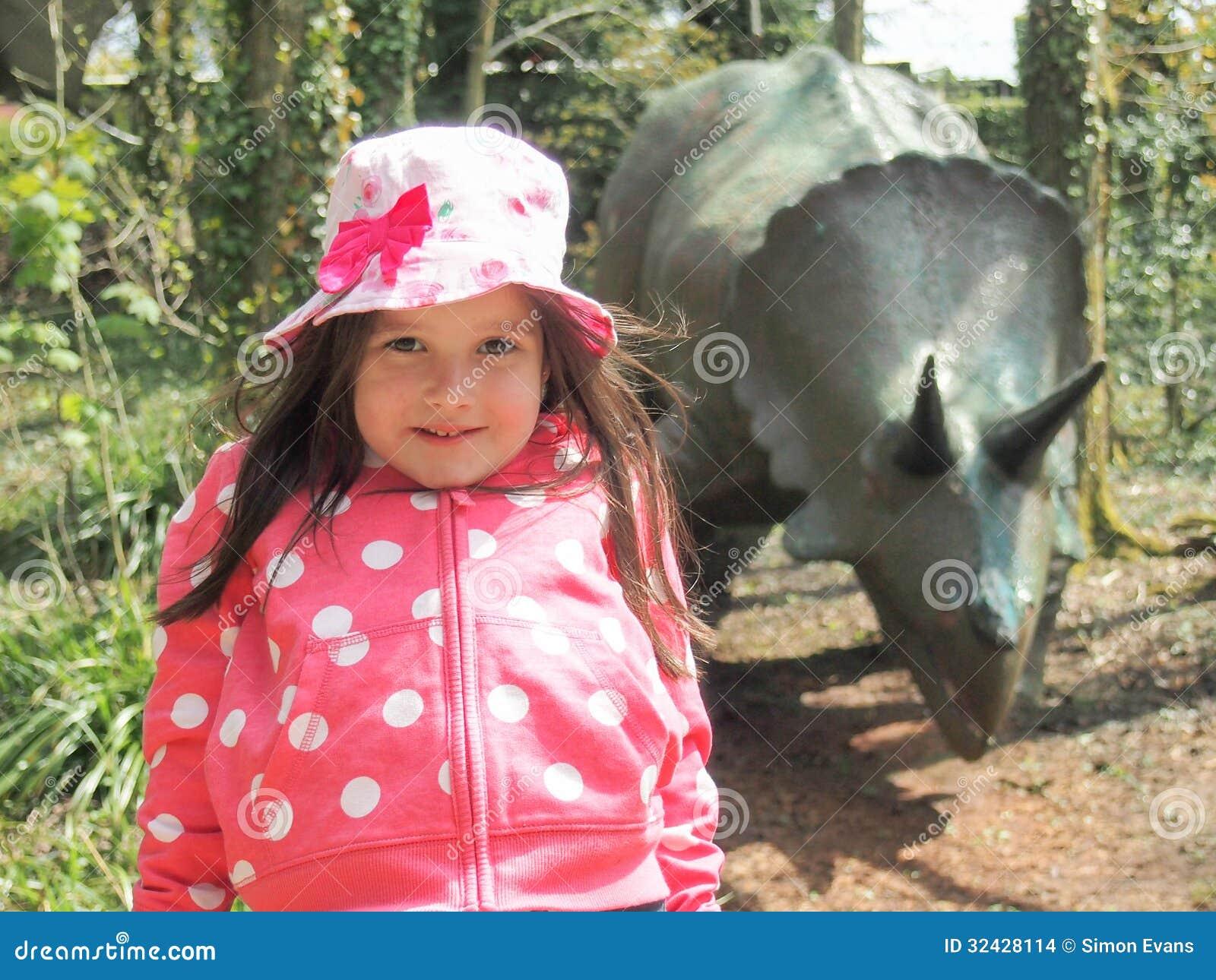 Jonge meisje en Dinosaurus