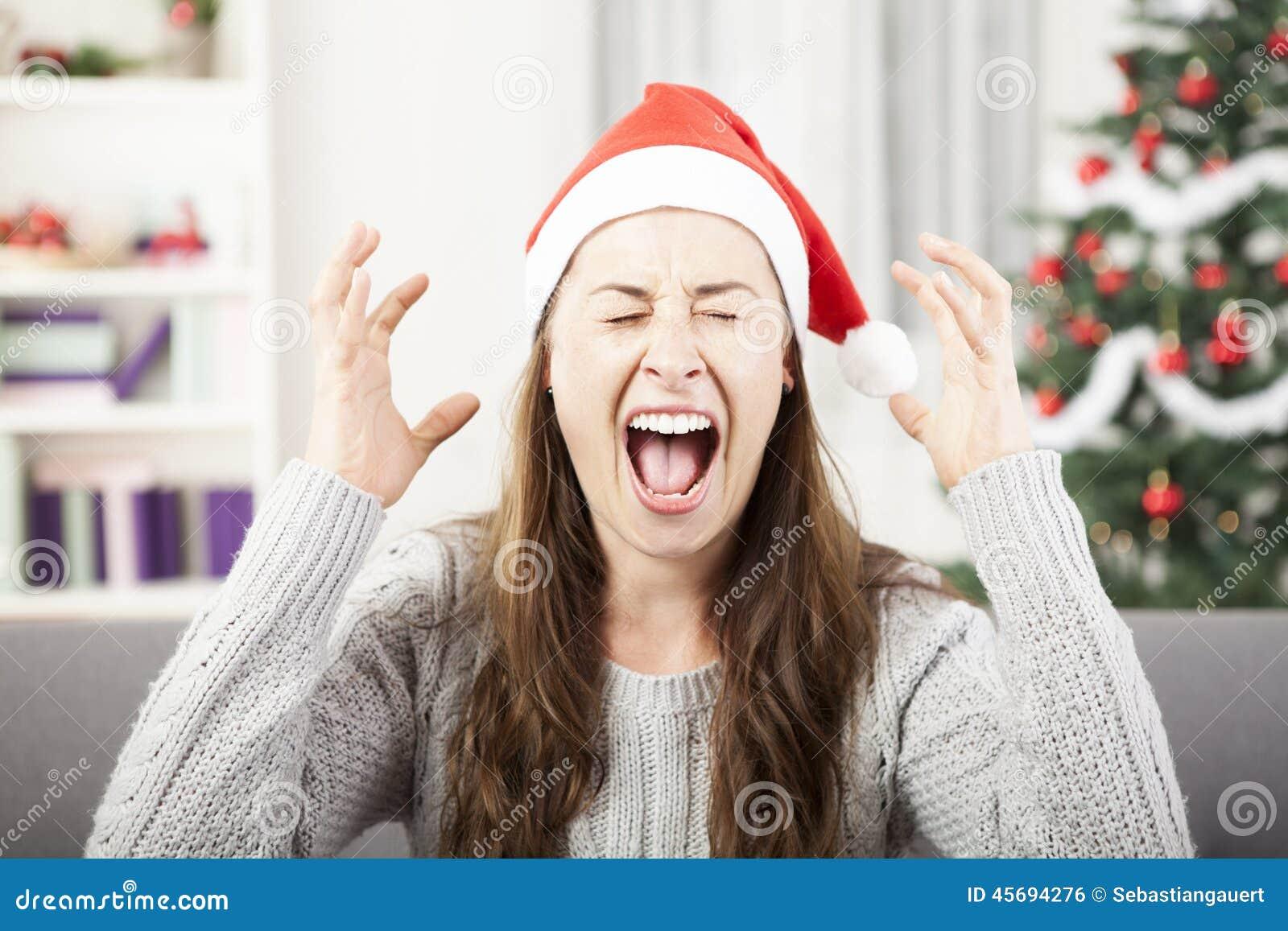 Jonge meisjesschreeuw wegens Kerstmisspanning