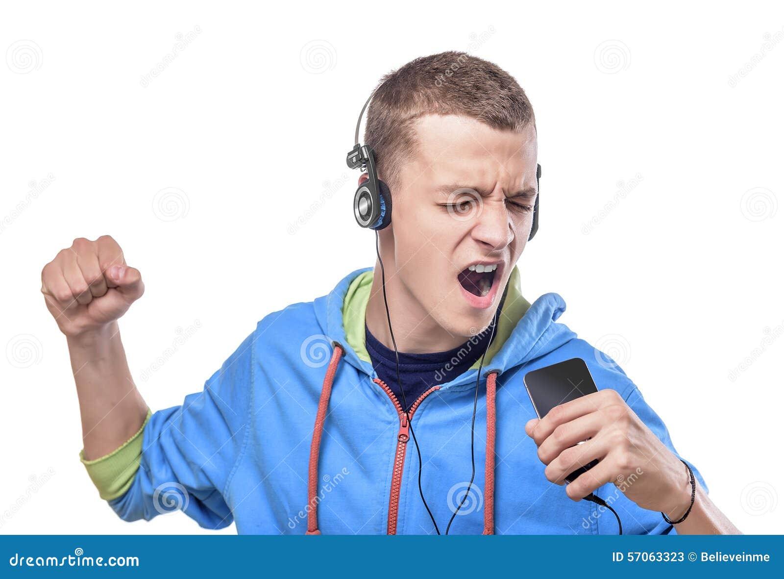 Jonge mens het luisteren muziek