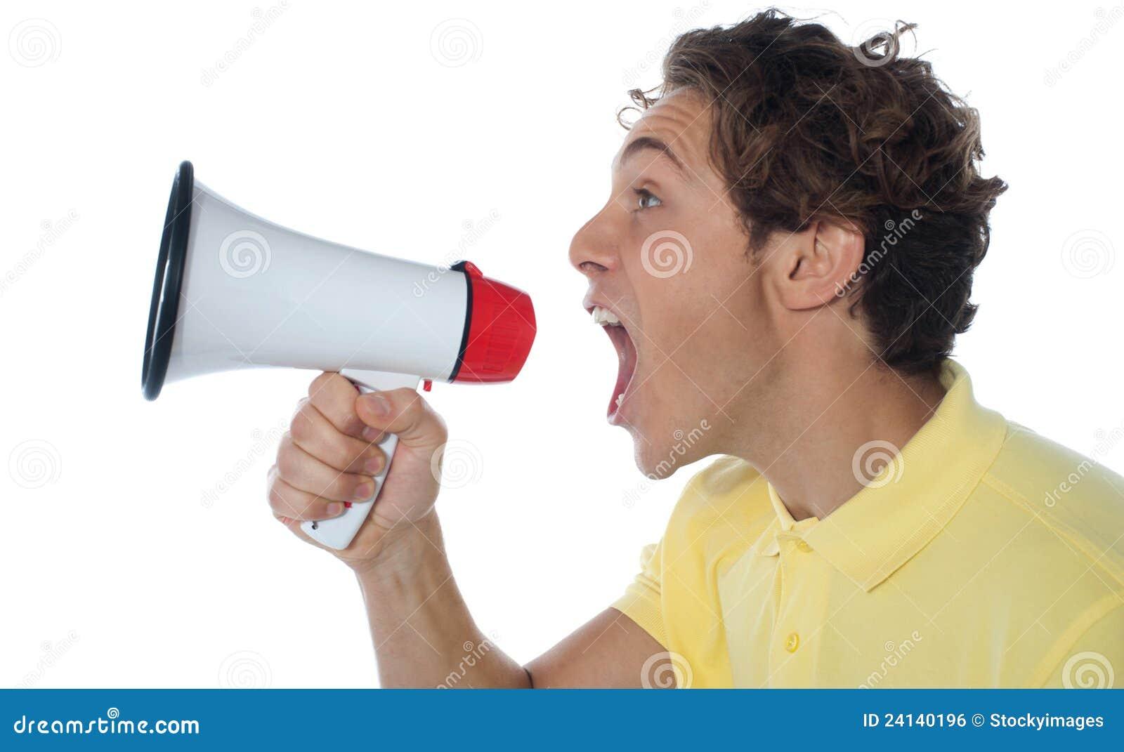 Jonge mens met megafoon