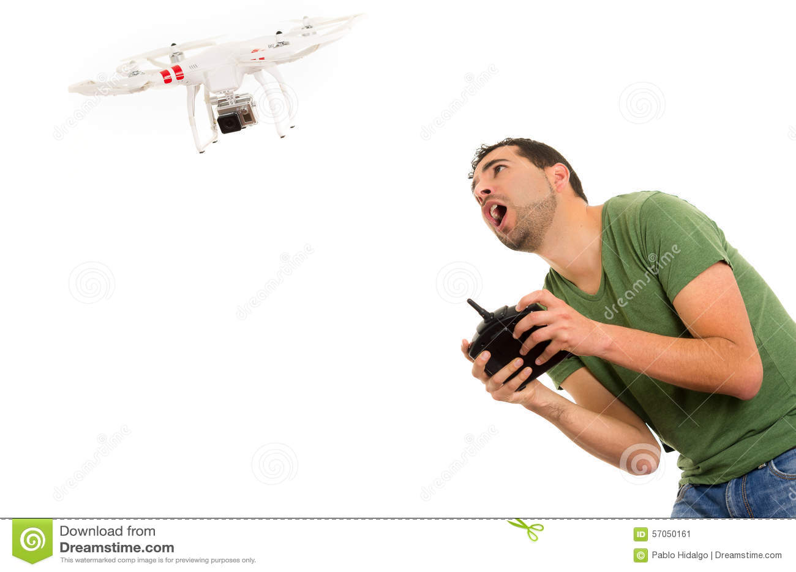 Jonge mens met quadcopterhommel