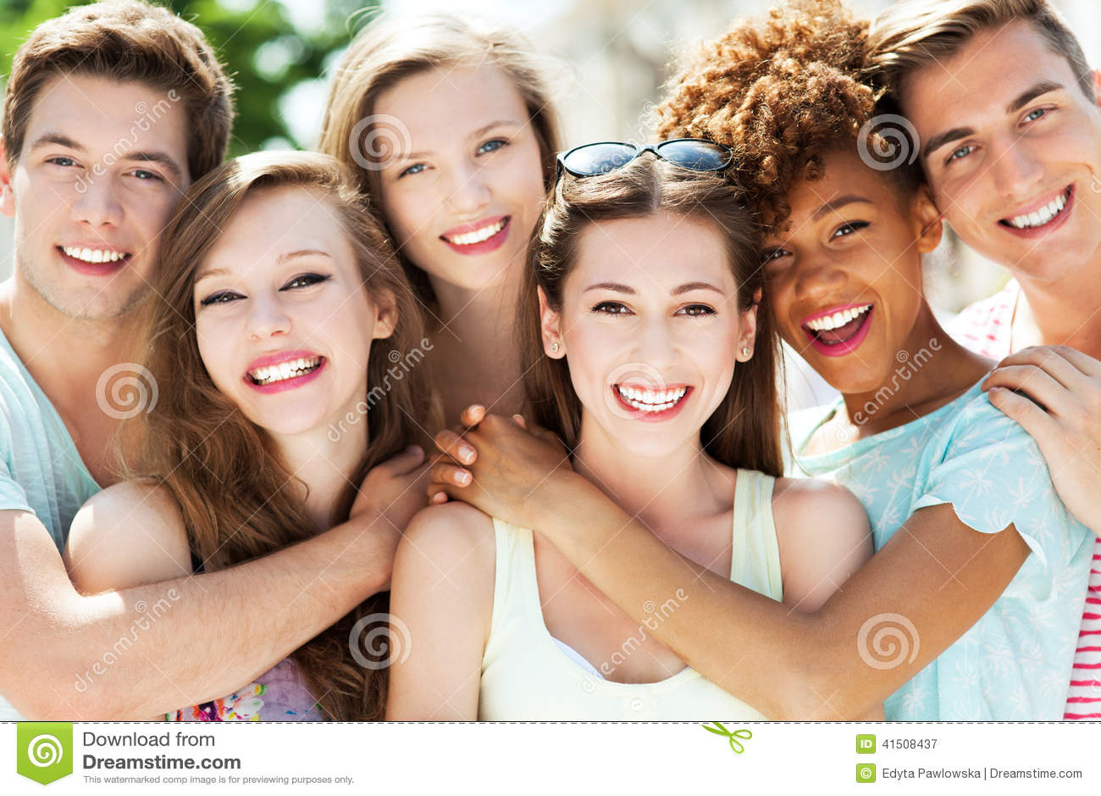 Jonge mensen het glimlachen