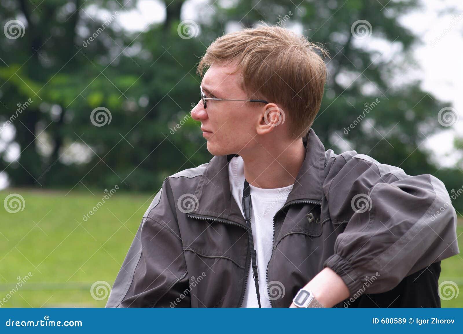 Jonge mensen in het park