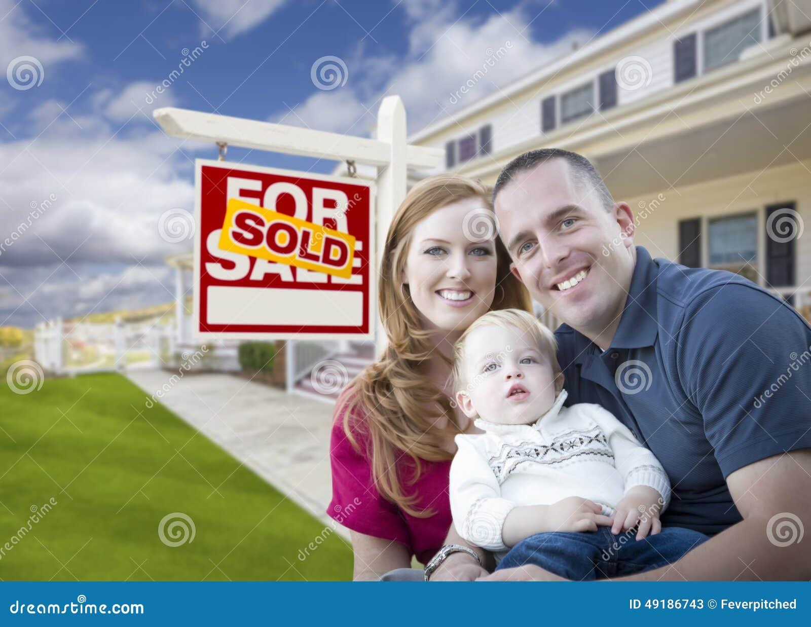 Jonge Militaire Familie voor Verkocht Teken en Huis