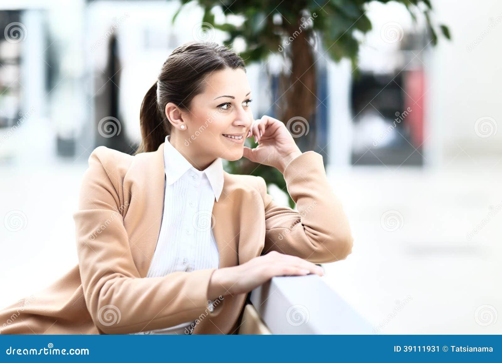 Jonge mooie bedrijfsvrouw