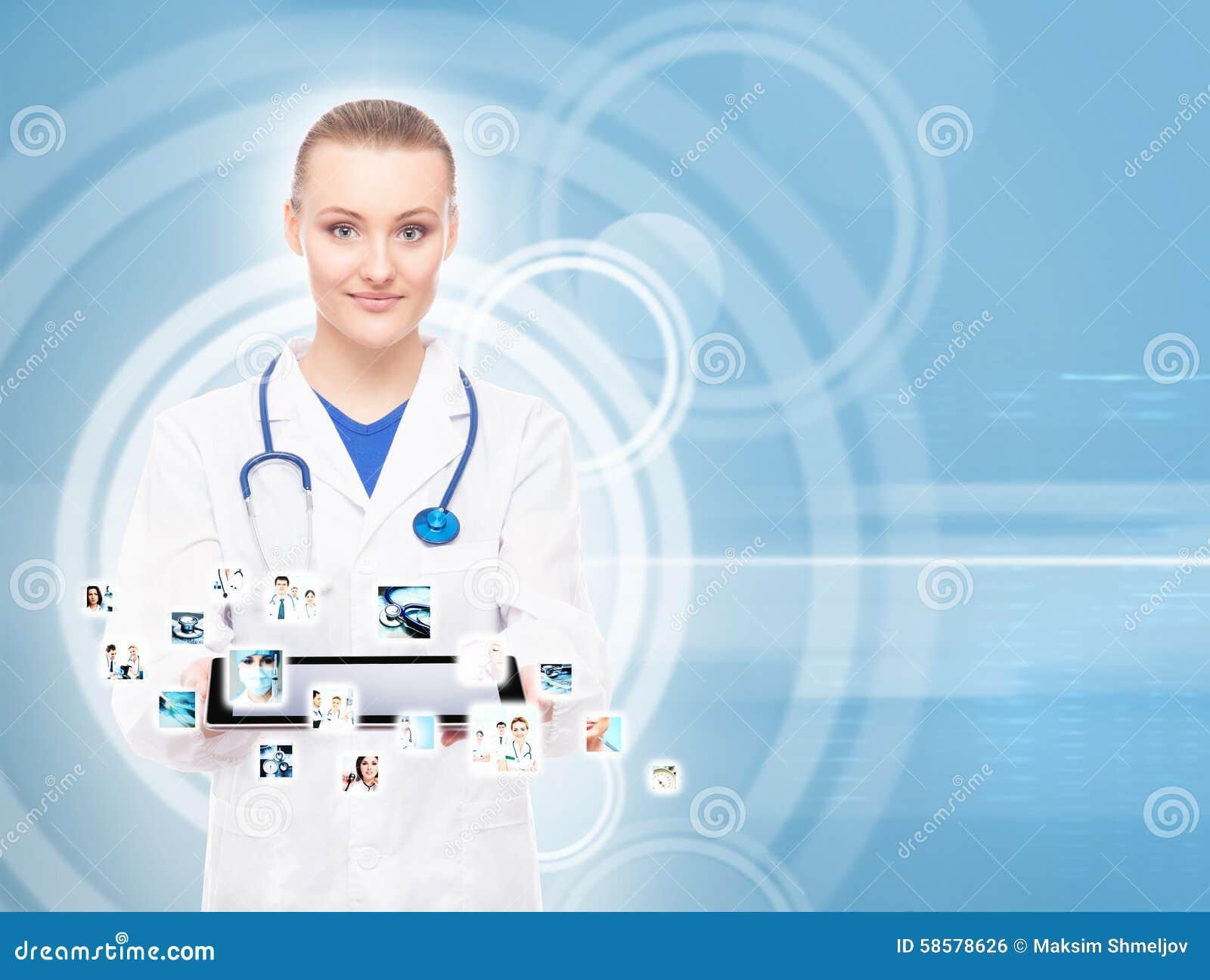 Jonge, professionele en vrolijke vrouwelijke arts
