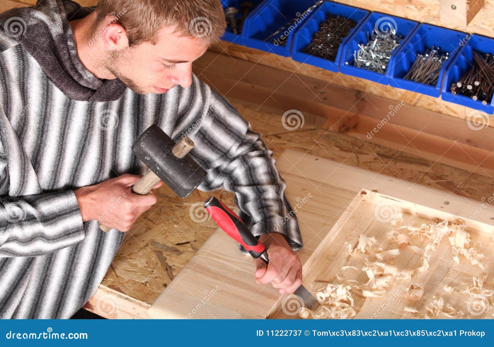 Jonge professionele timmerman