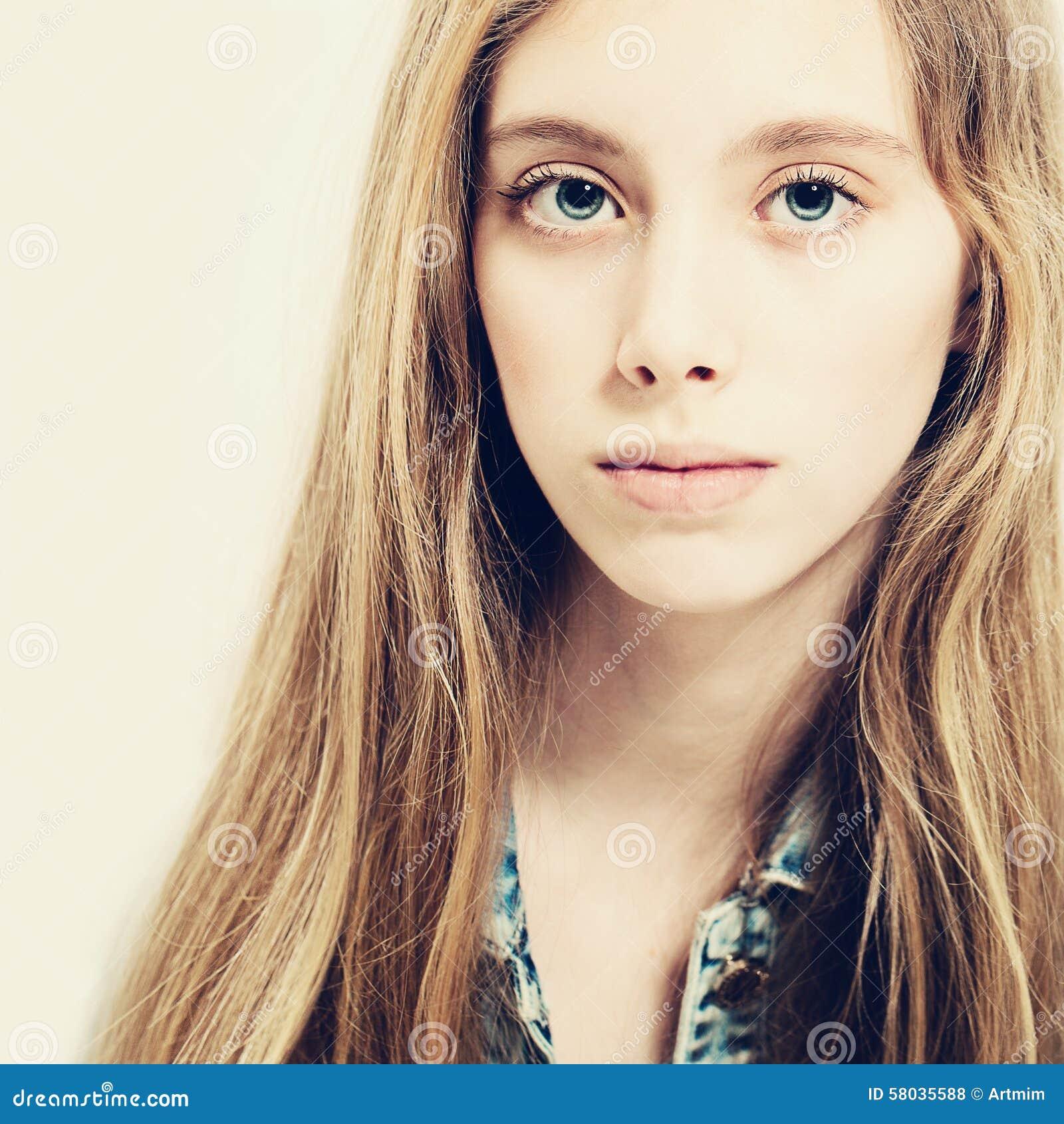 Jonge schoonheid leuk meisje de mannequin van de tiener stock foto afbeelding 58035588 - Ruimtekleur tiener meisje ...