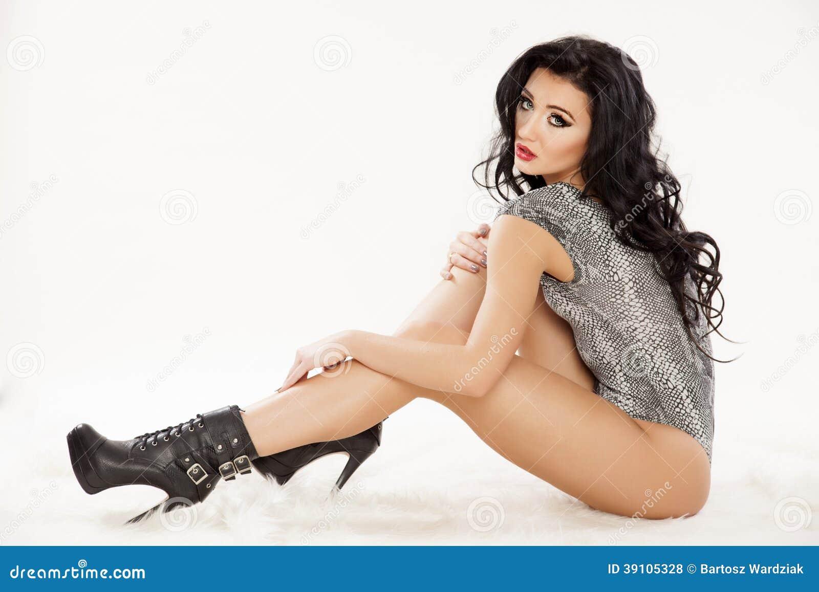 Jonge slanke sexy vrouw in lingerie