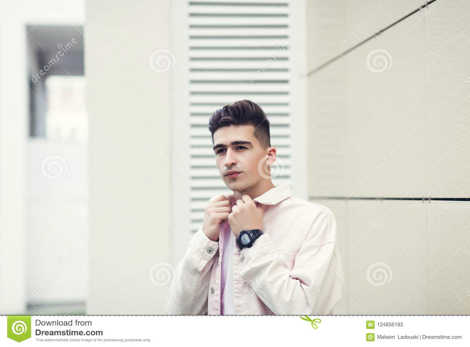 Jonge toevallige mens