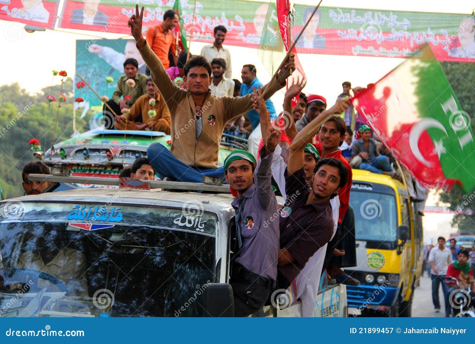 Jonge Verdediger van Imran Khan PTI
