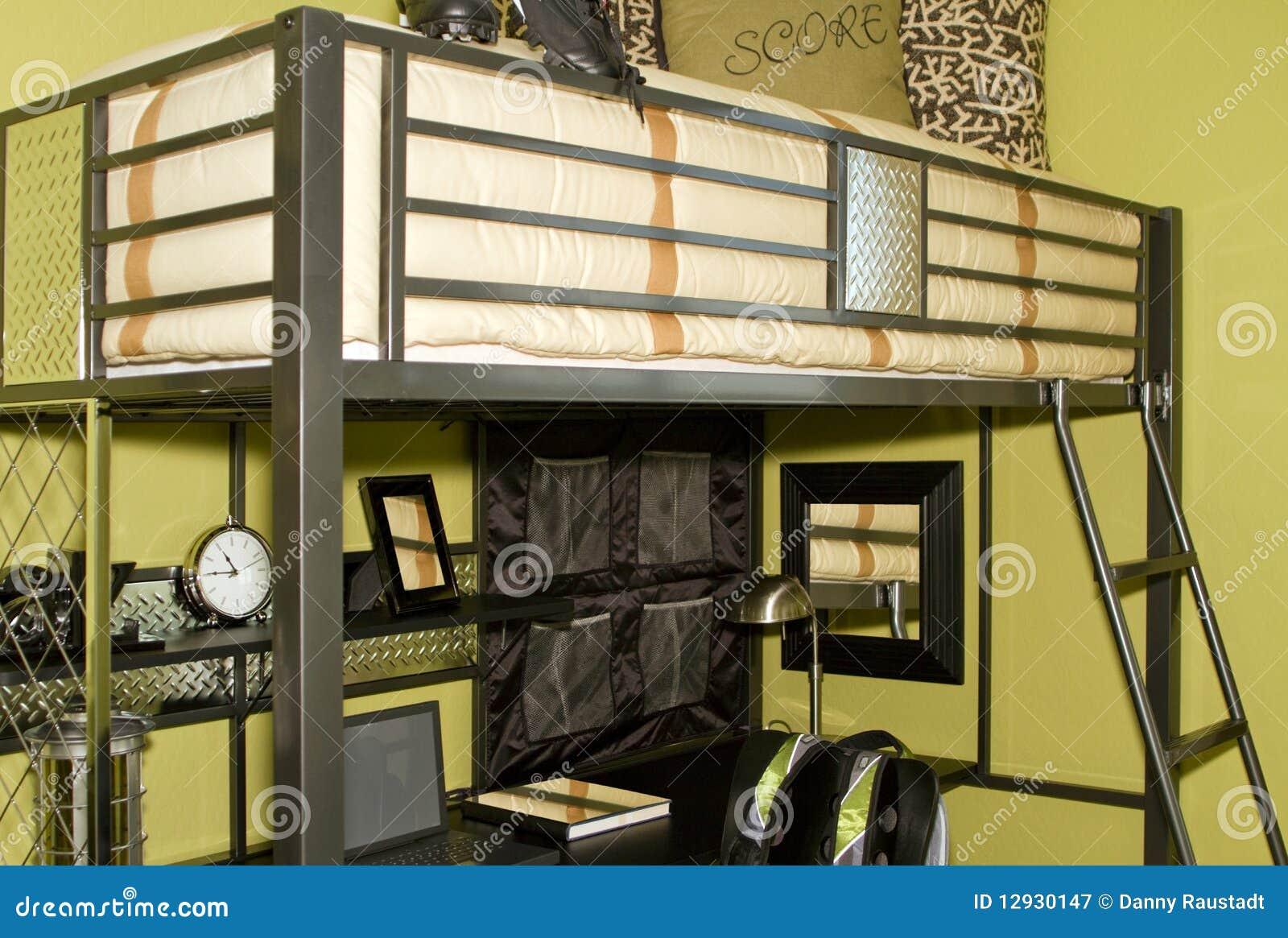 Jonge volwassen slaapkamer met stapelbed royalty vrije stock fotografie afbeelding 12930147 - Volwassen design slaapkamer ...