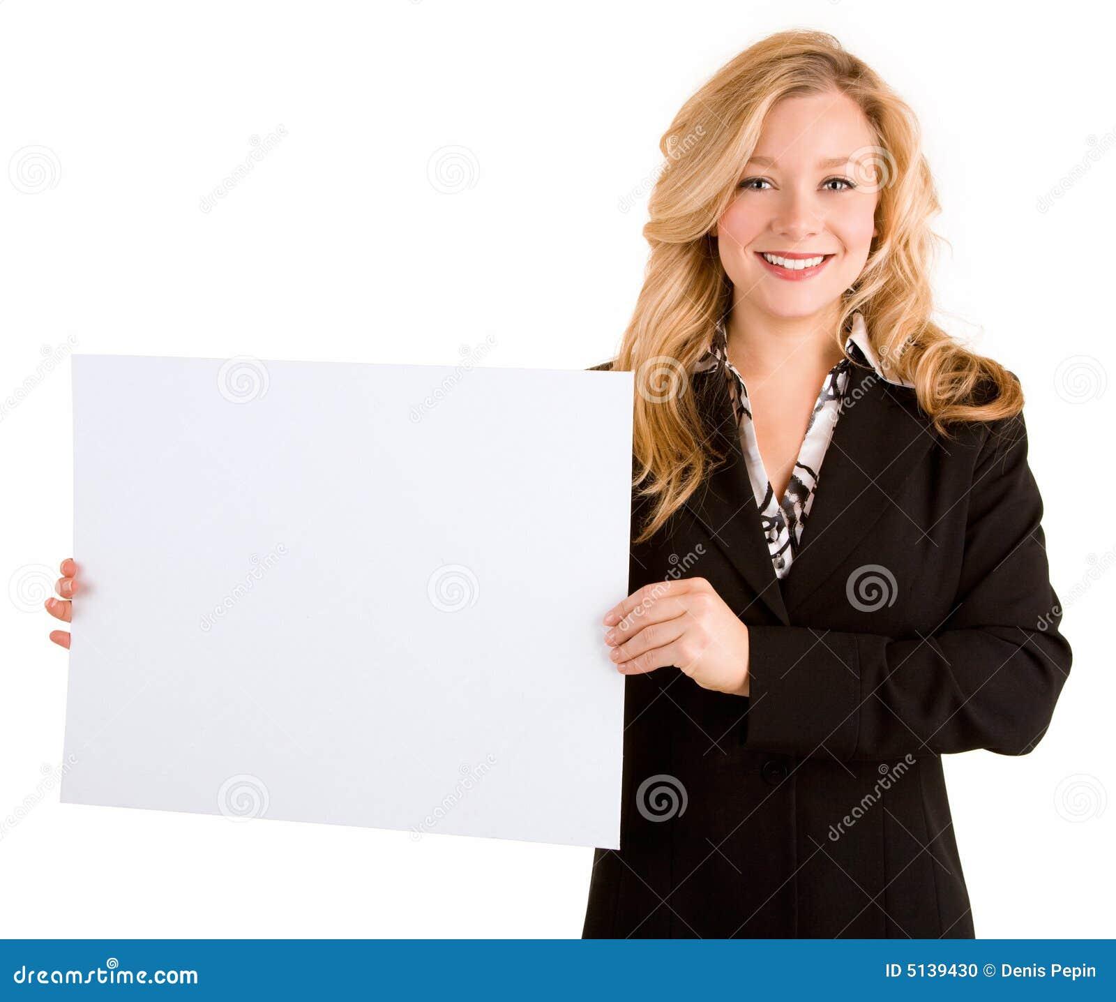 Jonge Vrouw die een Leeg Wit Teken houdt