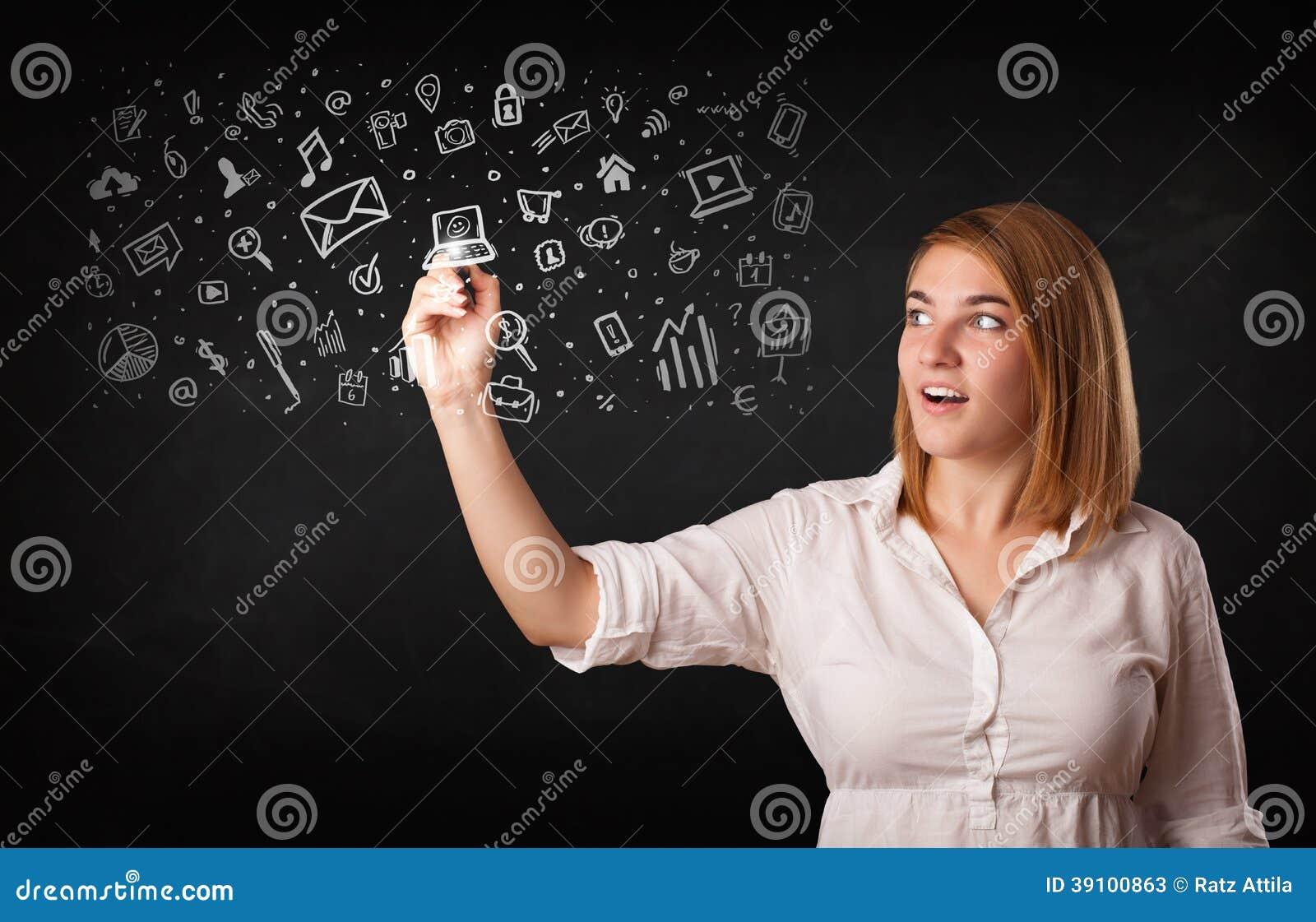 Jonge vrouw die en pictogrammen trekken schetsen