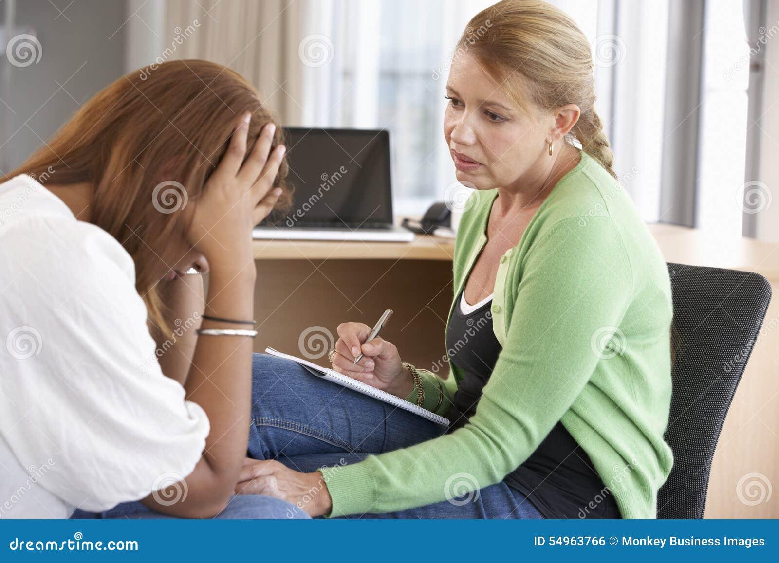 Jonge Vrouw die het Adviseren Zitting hebben