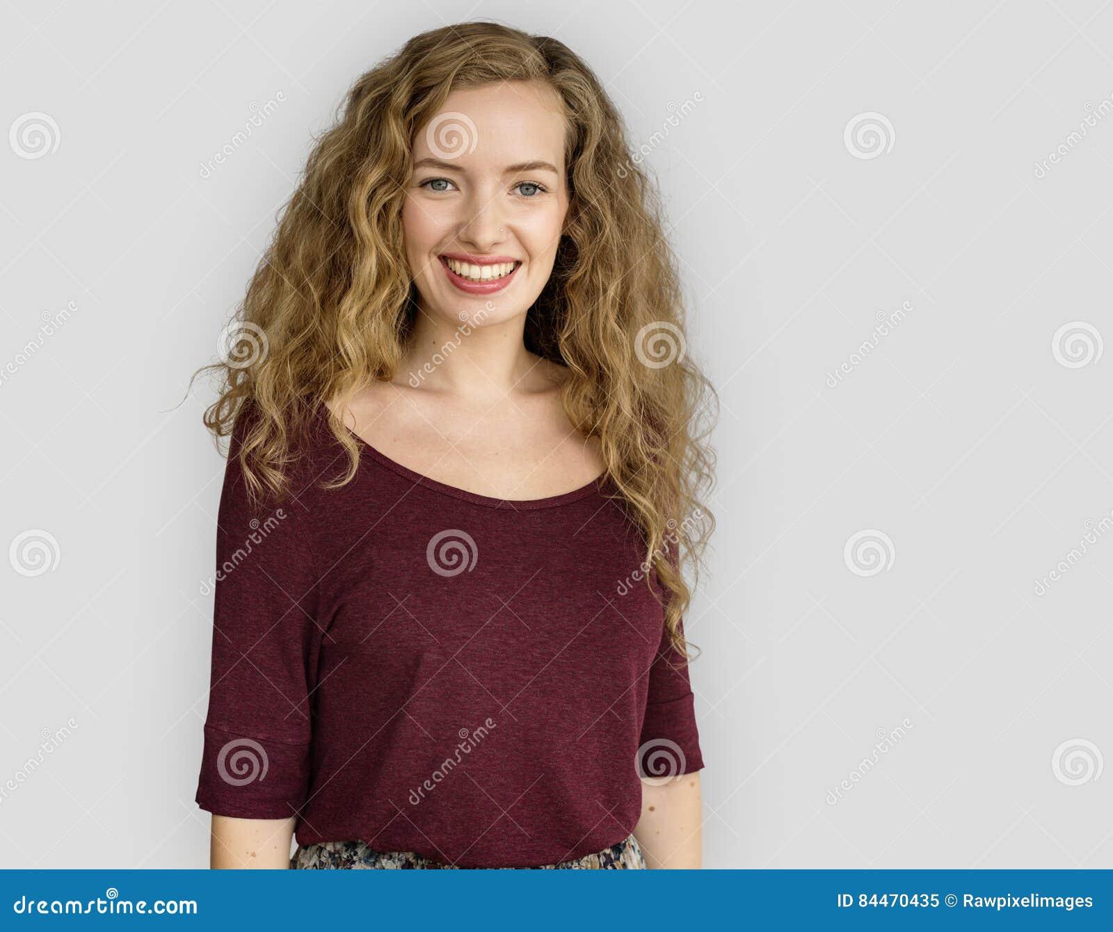 Jonge Vrouw die Vrolijk Concept glimlachen