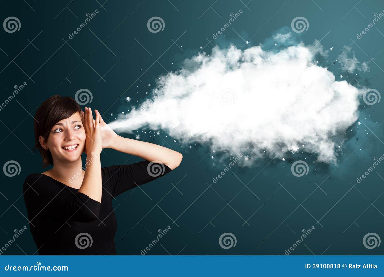 Jonge vrouw met abstracte wolk