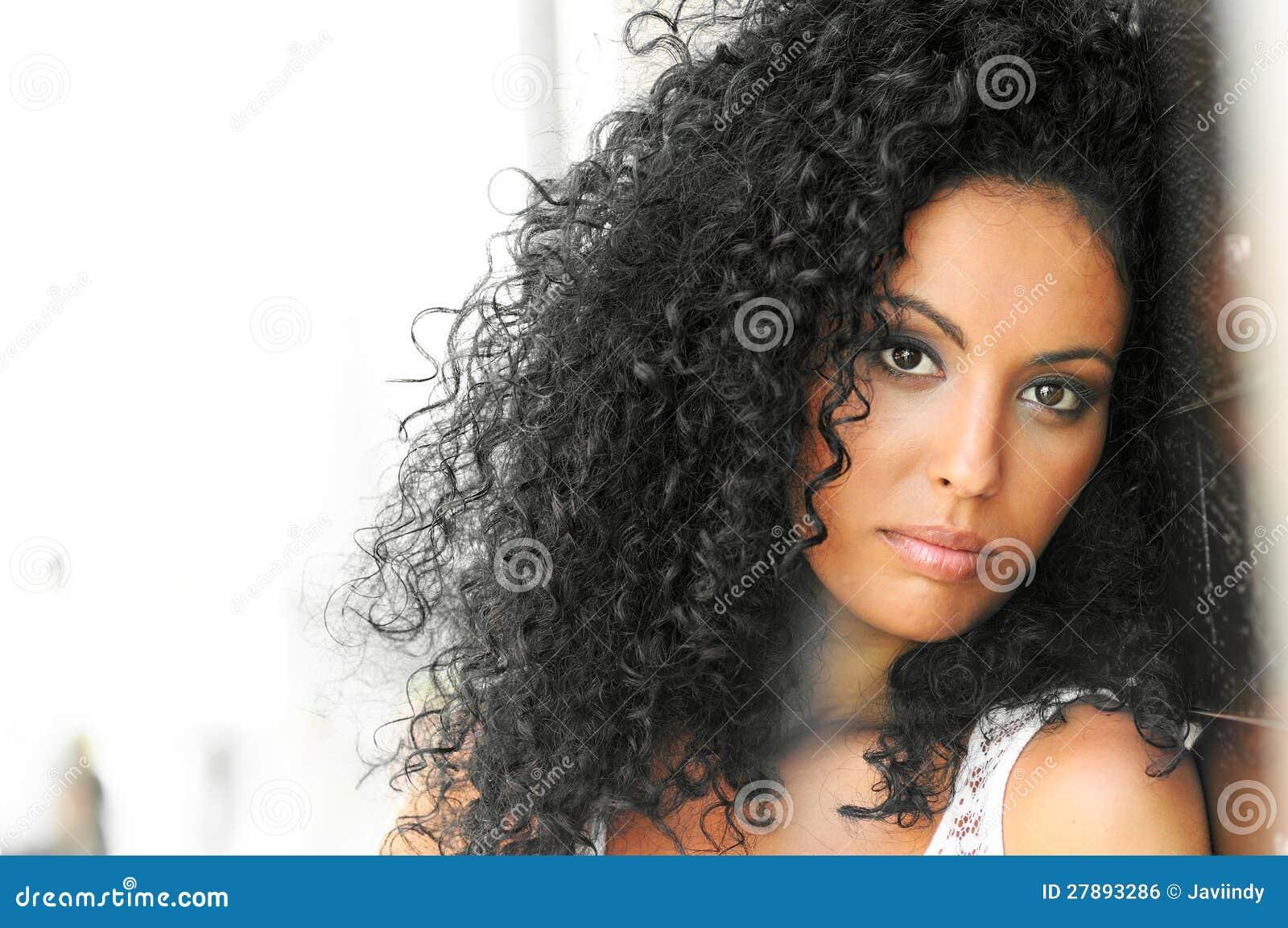 Jonge zwarte, afrokapsel