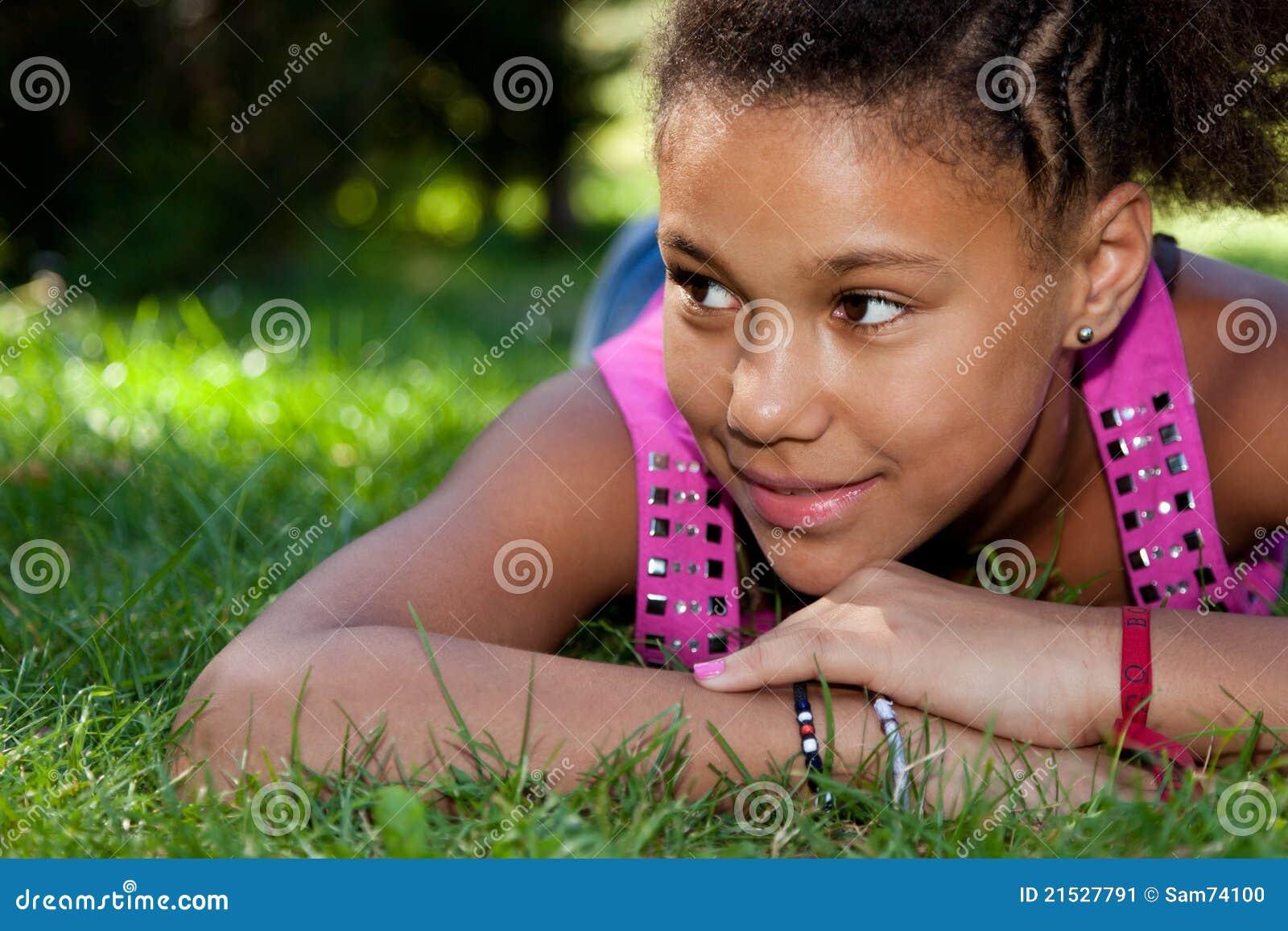Mooie jonge zwarte tieners