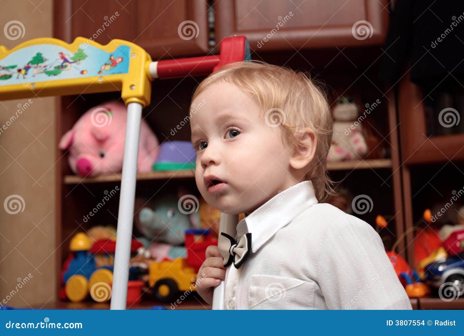 Jongen in kinderdagverblijf