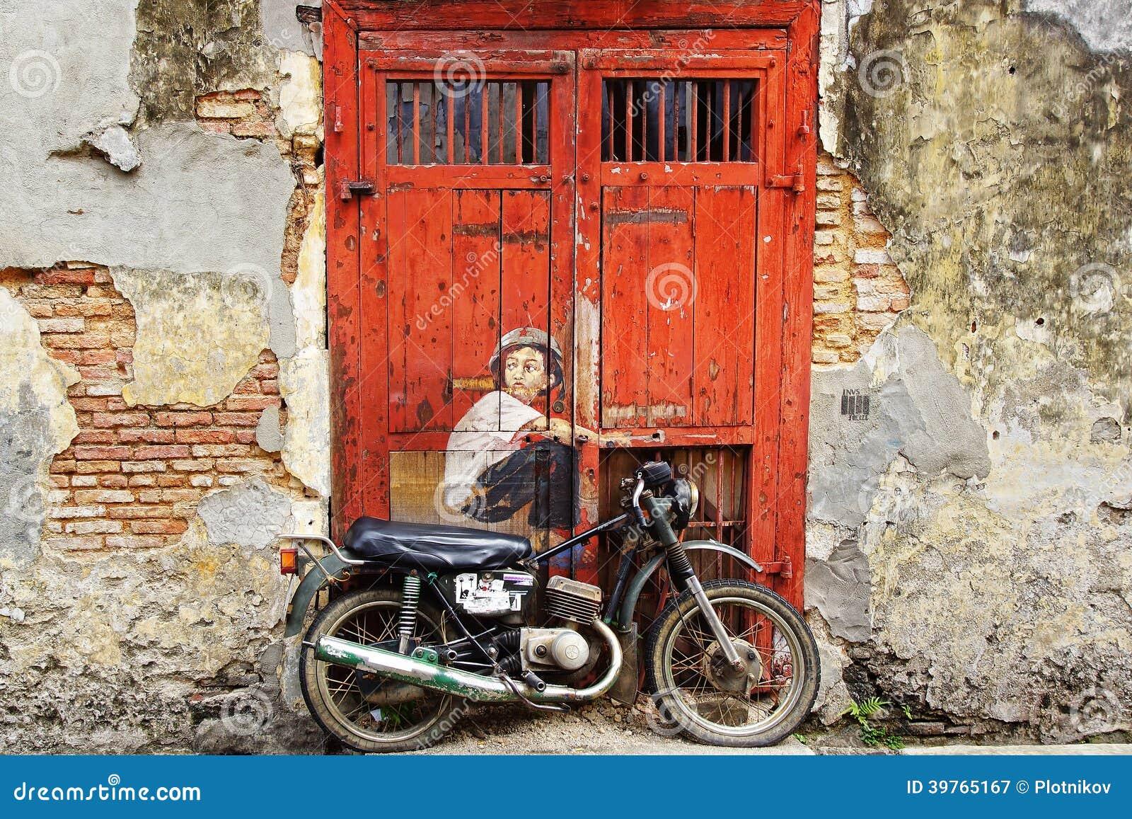 Jongen op een bik muurschildering redactionele fotografie beeld 39765167 - Schilderen kind jongen ...