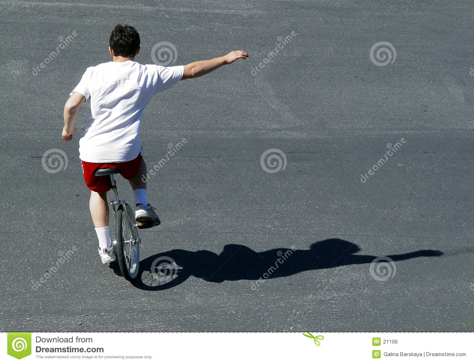 Jongen op een unicycle