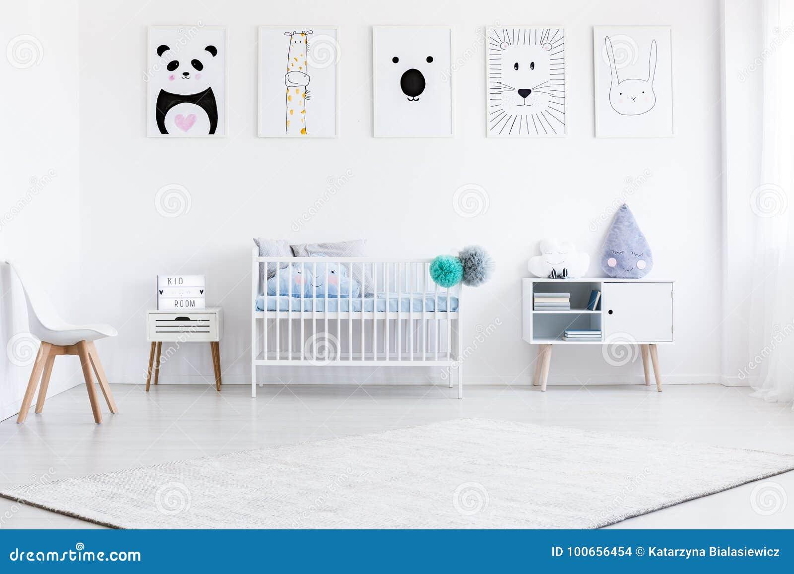 Jongens` s slaapkamer met galerij