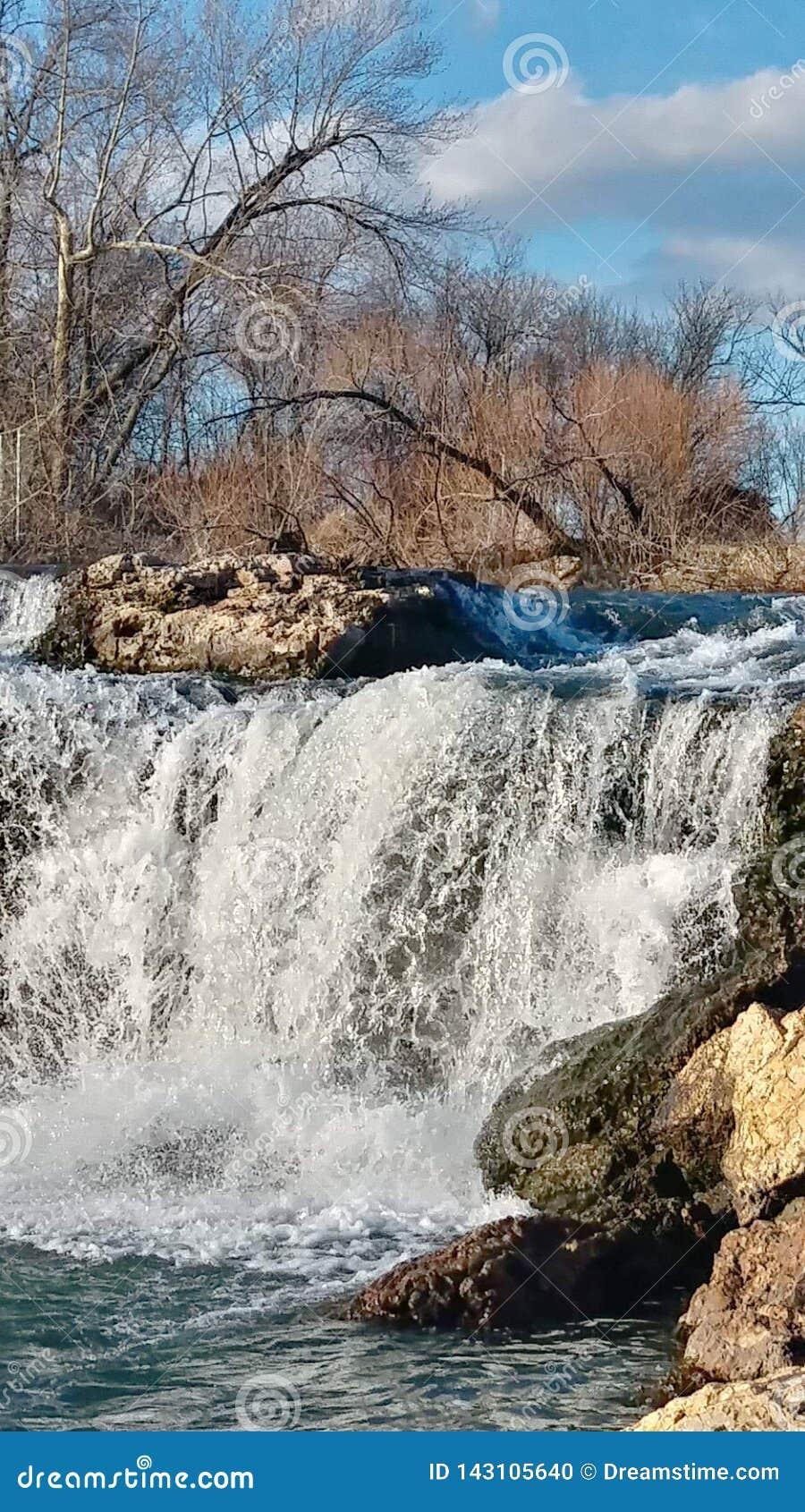 Joplin Missouri Christina Farino Waterfall i vår