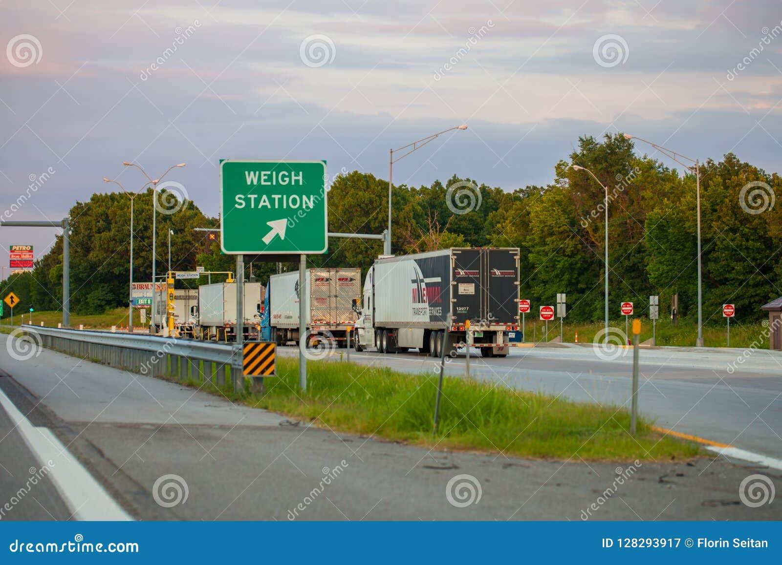JOPLIN, MISSOURI, usa - ważenie staci punkt kontrolny na Międzystanowym I