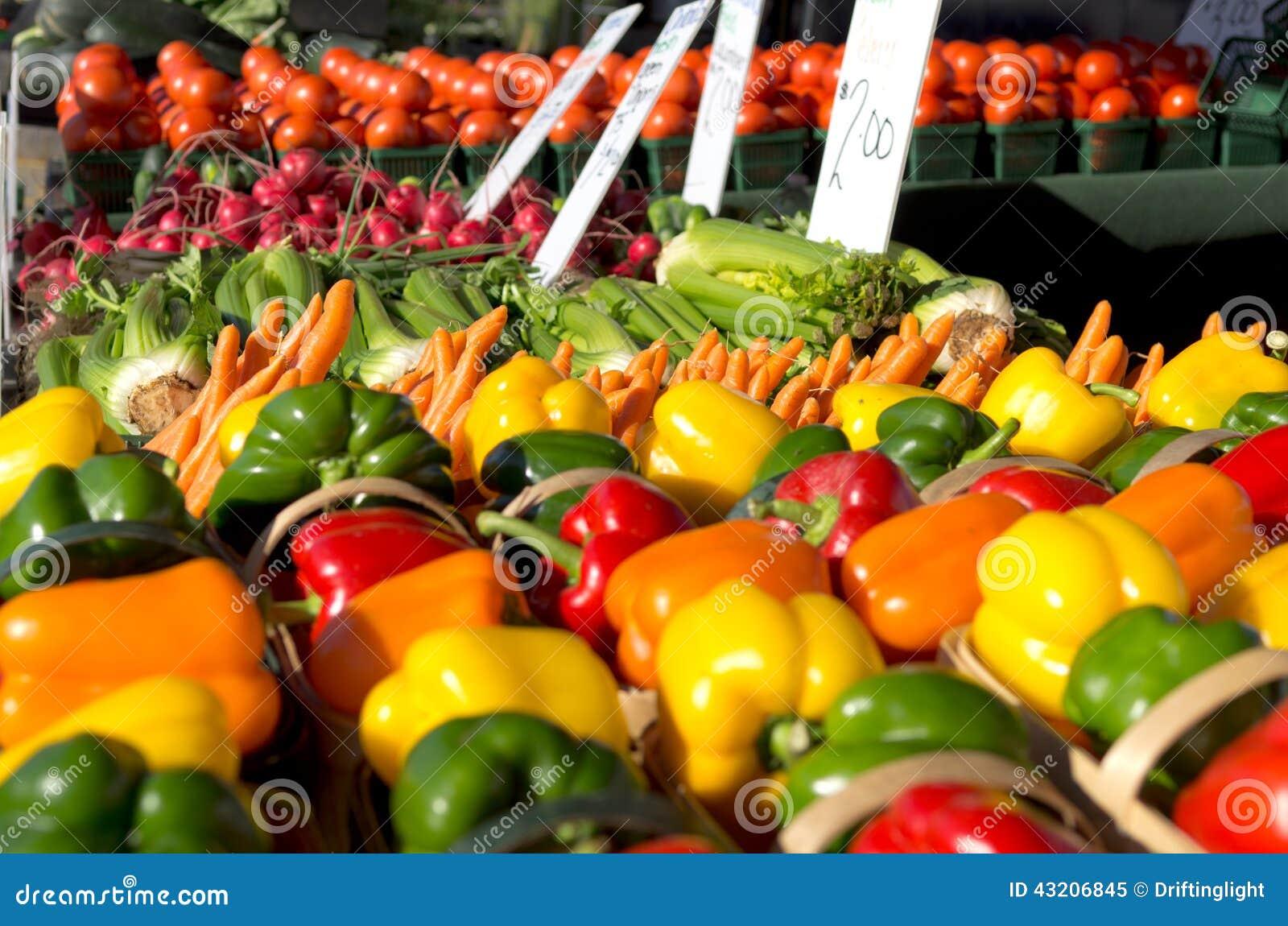 Download Jordbruksprodukter På Bondemarknaden Fotografering för Bildbyråer - Bild av marknad, vibrerande: 43206845