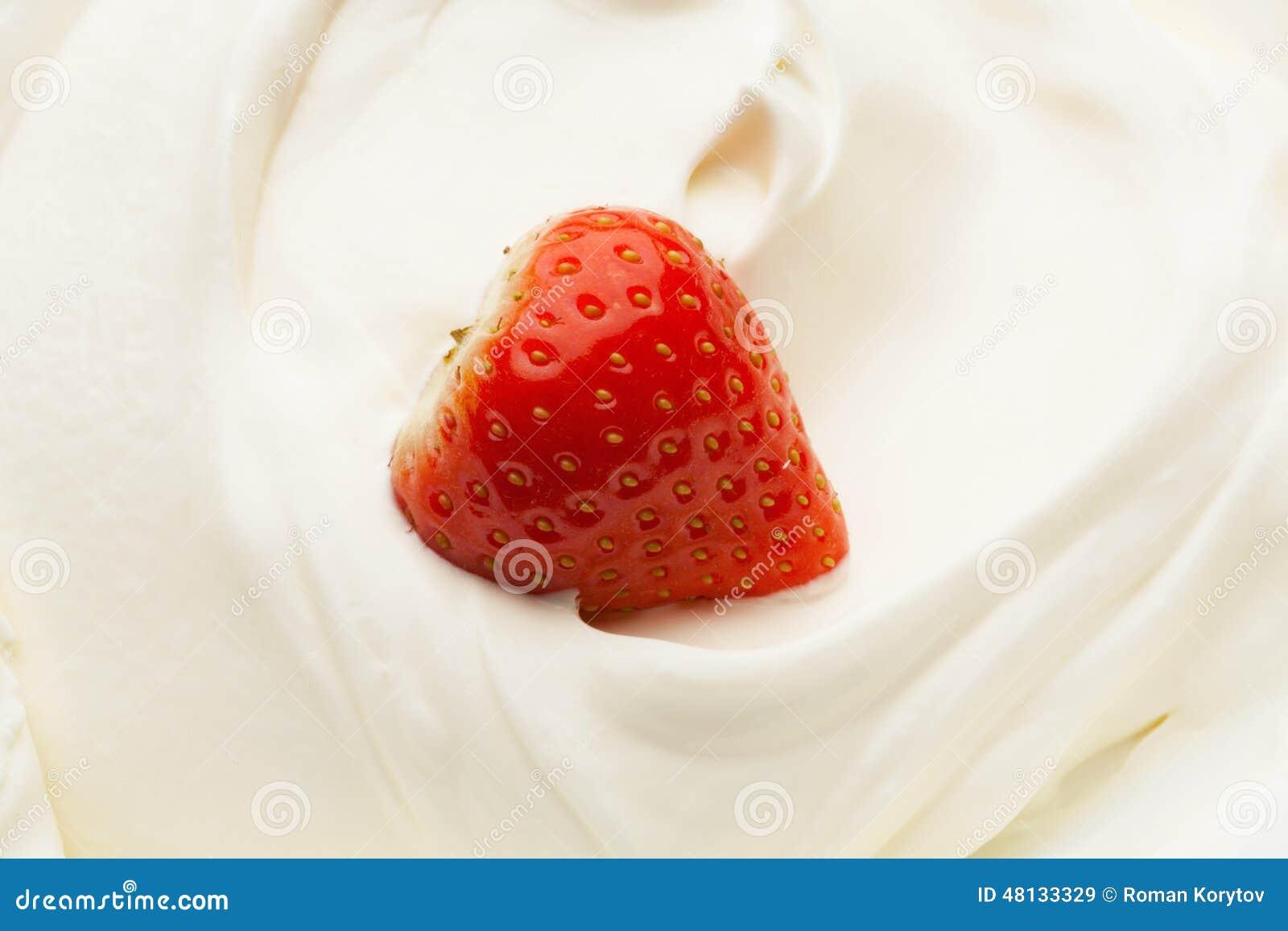 Jordgubbe i yoghurt