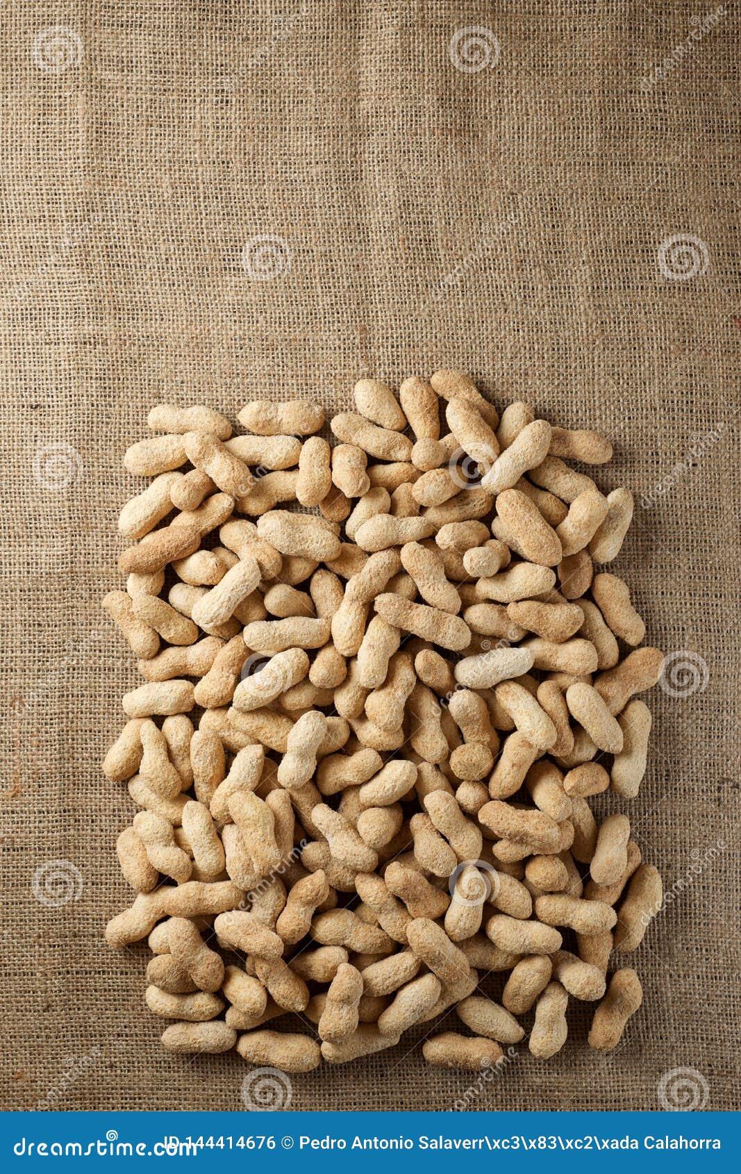 Jordnötter med skalet
