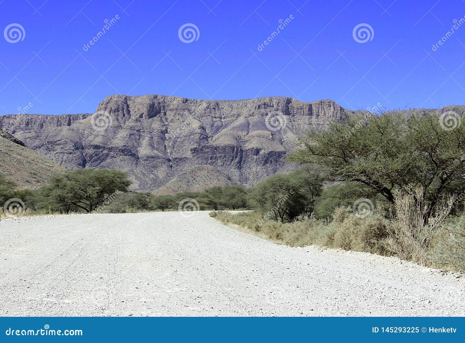 Jordväg till och med öknen