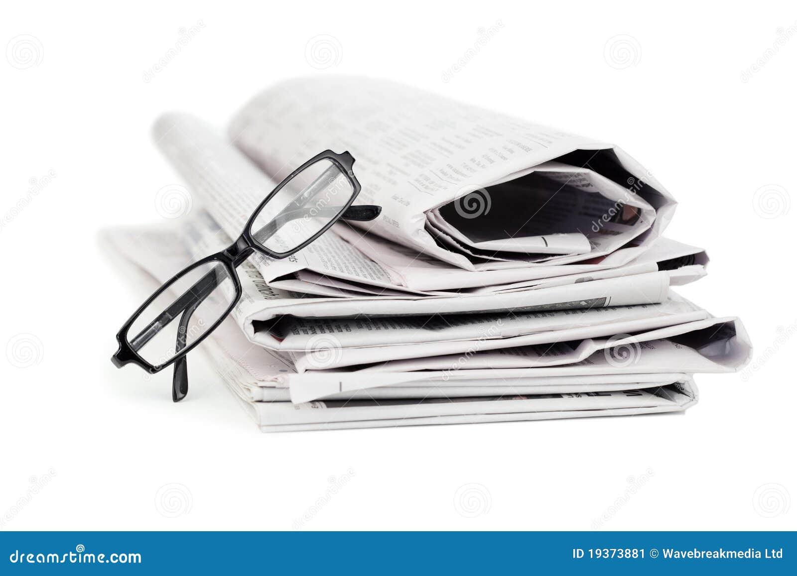 Jornais e vidros pretos