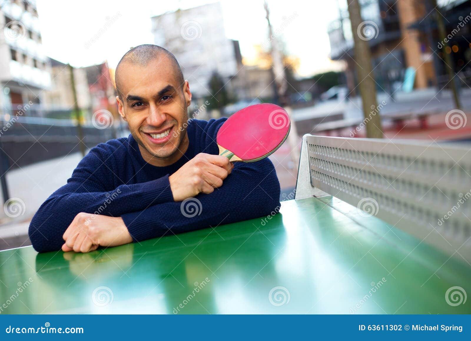 Jouer au ping-pong