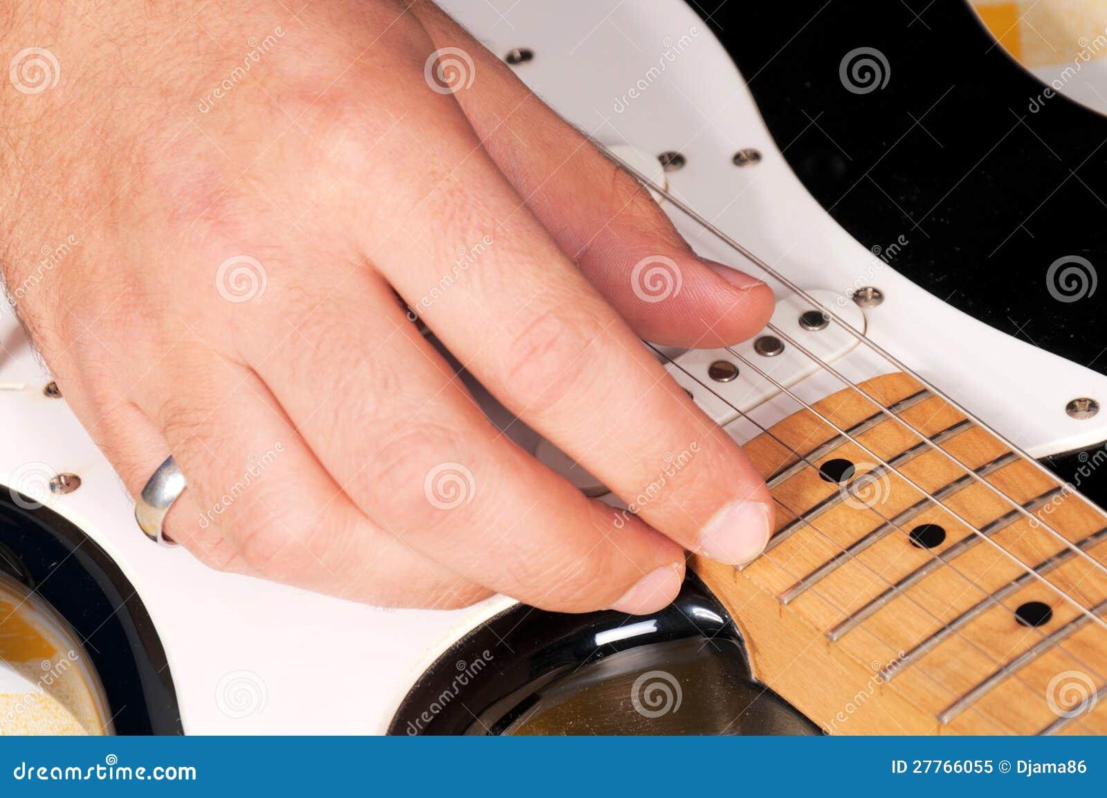 Jouer de guitare