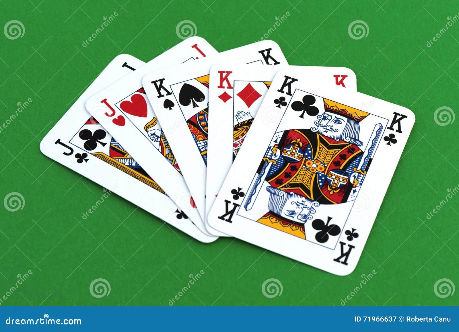 jouer carte sur table Jouer La Carte Sur La Table Verte Image stock   Image du pièce