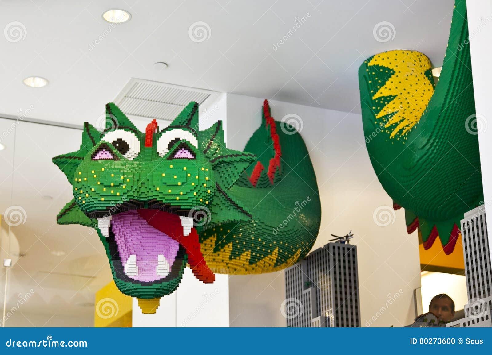 Lego Magasin Dragon Dans Jouet En Célèbre Le De Sculpture ZkOiuTPX