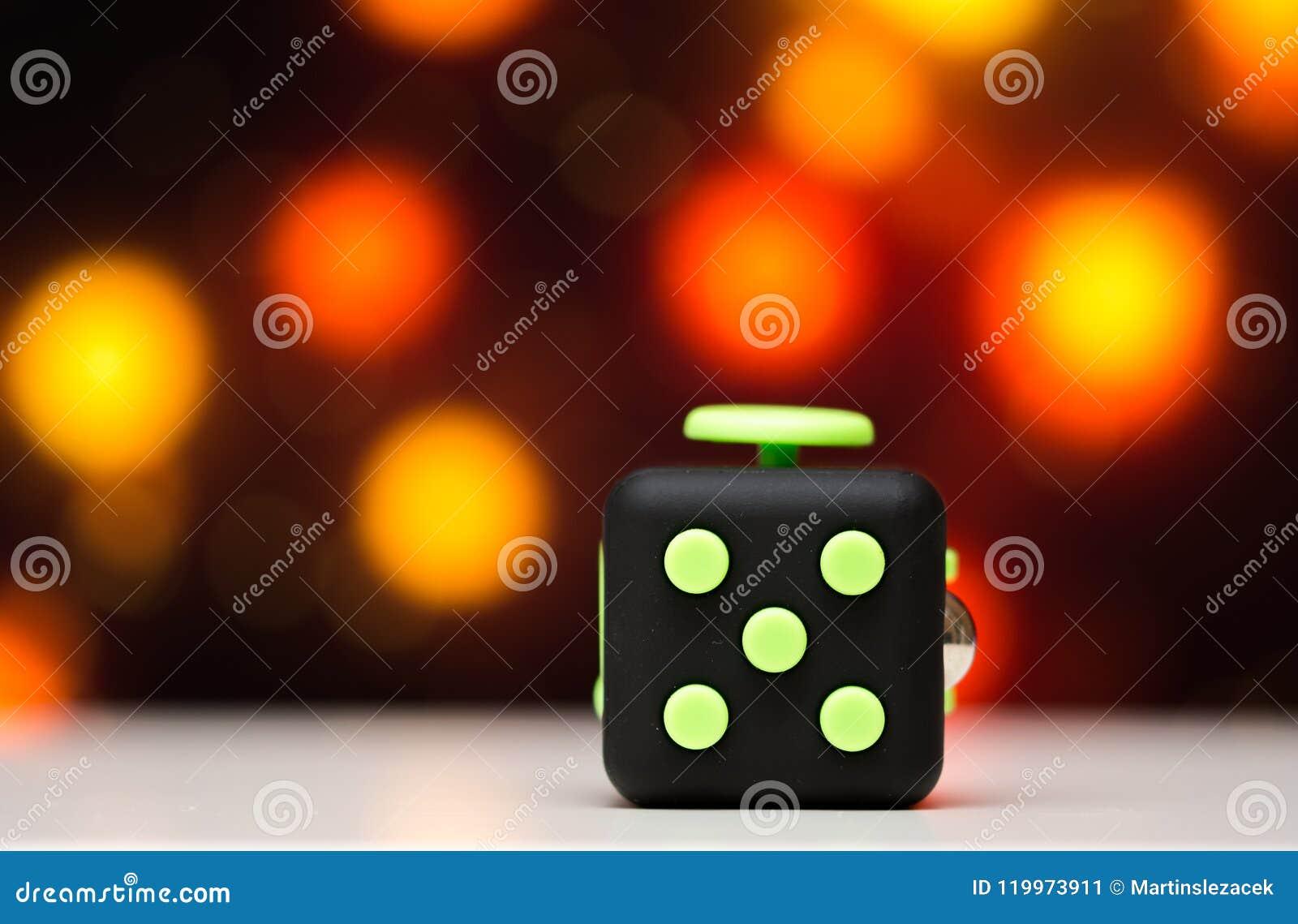 Jouet d effort de cube en personne remuante anti Le détail du jouet de jeu de doigt utilisé pour détendent Instrument placé sur l