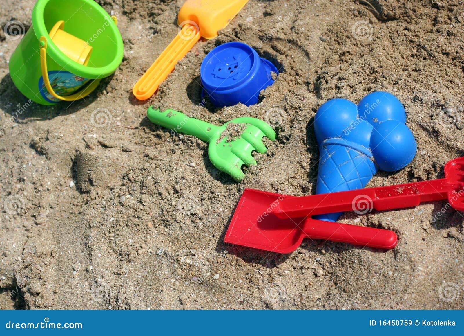 jouets d 39 enfant pour jouer en sable image stock image du caillou bleu 16450759. Black Bedroom Furniture Sets. Home Design Ideas