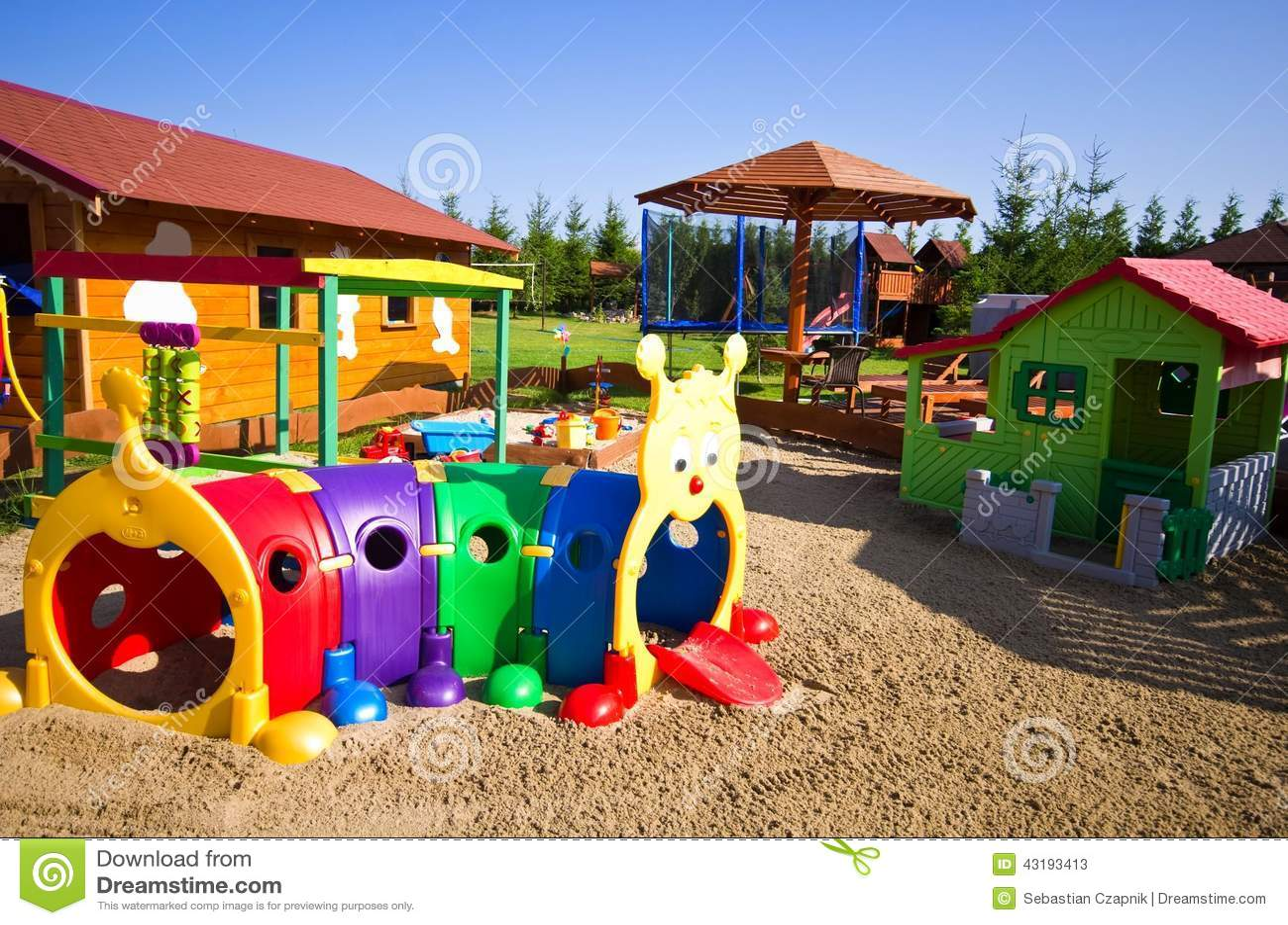 Jouets de jardin pour des enfants photo stock image for Maison de jardin jouet