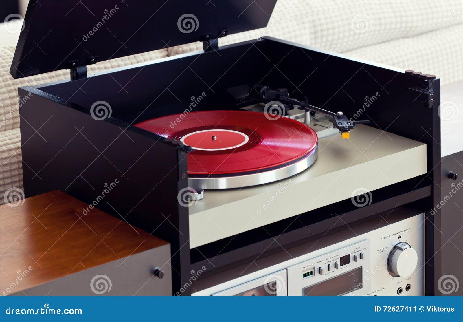 joueur audio st r o de disque vinyle de plaque tournante de musique dans le support image stock. Black Bedroom Furniture Sets. Home Design Ideas