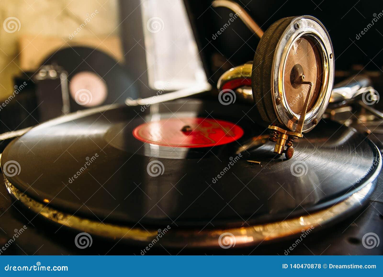 Joueur de disque vinyle de plaque tournante Rétro équipement audio pour le jockey de disque Technologie saine pour que le DJ méla