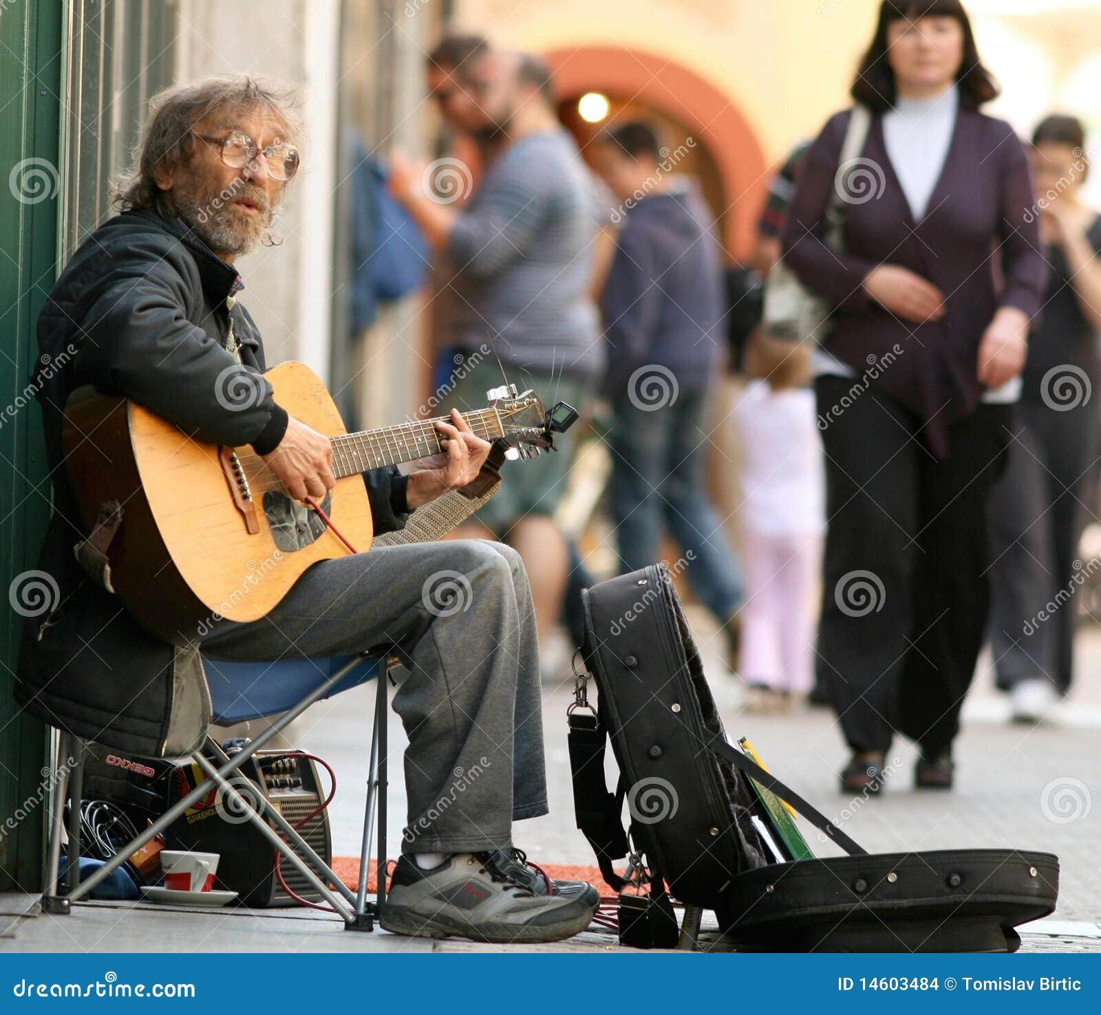 joueur de guitare de rue image stock  u00e9ditorial image