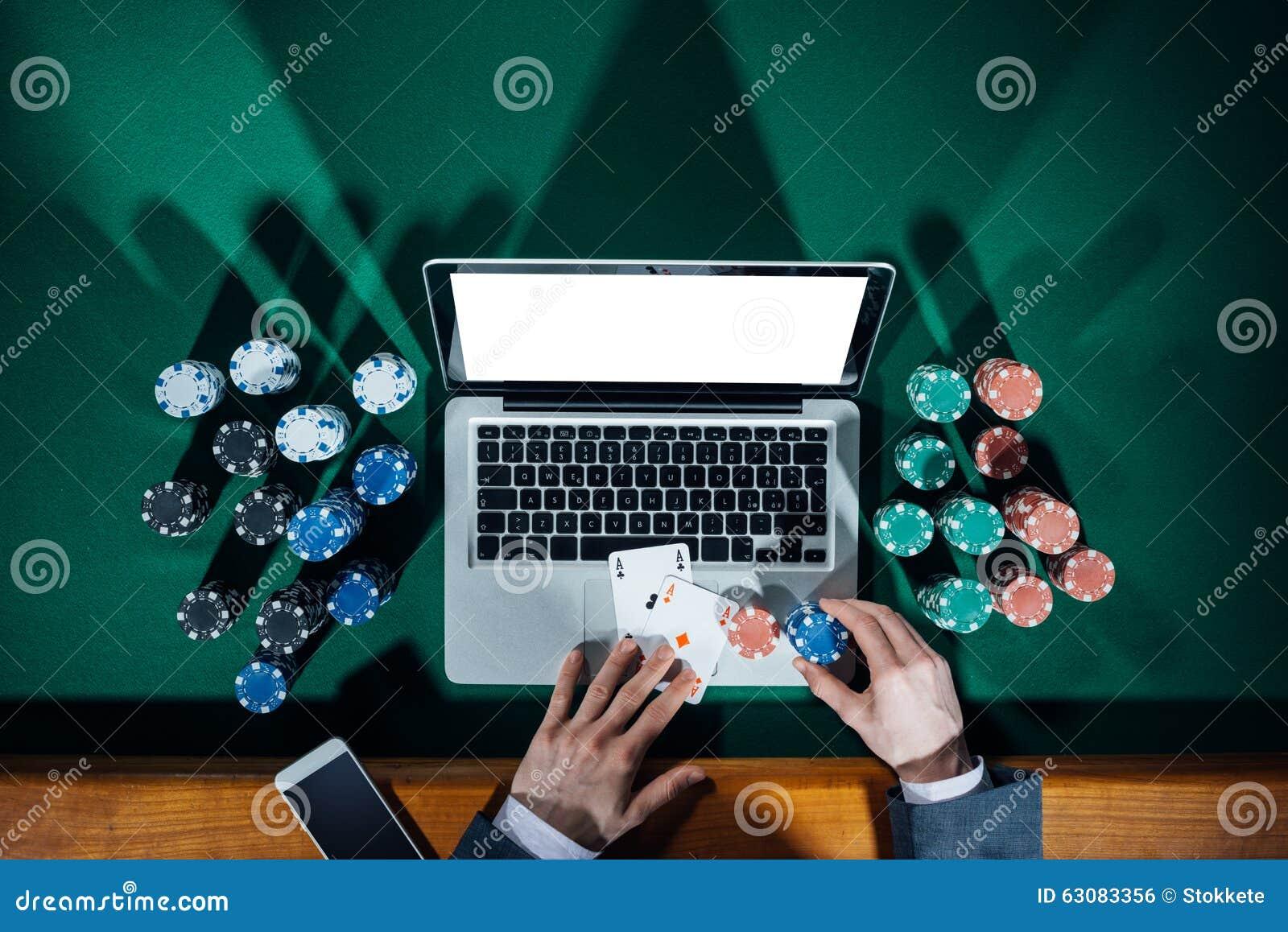 Download Joueur de poker en ligne photo stock. Image du luxe, élégant - 63083356