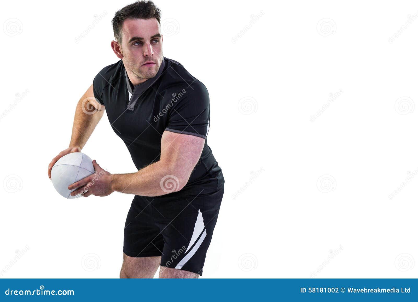 Joueur de rugby jetant la boule