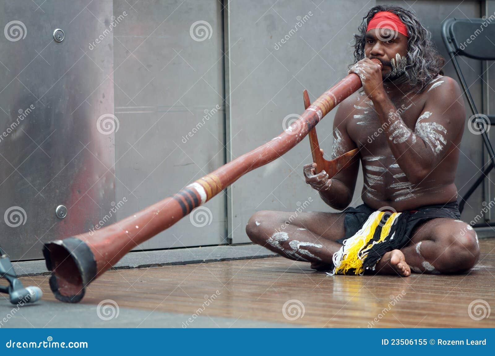 Joueur indigène de Didgeridoo